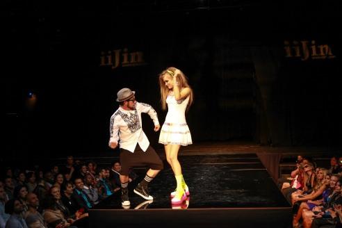 American Idol Elliott Yamin & model drew get funky on the runway  - Igor Spektor Photographry