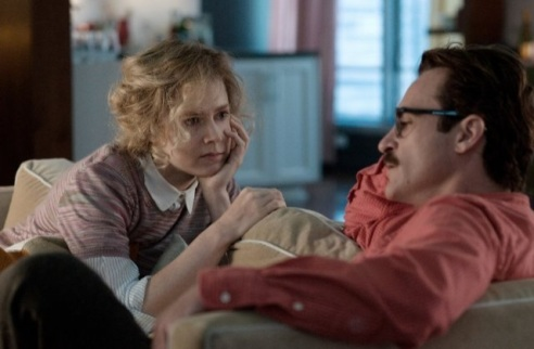 Amy Adams as Amy and Joaquin Phoenix as Theodore in her (photo: courtesy of IMBD, Rick Howard Company LLC)