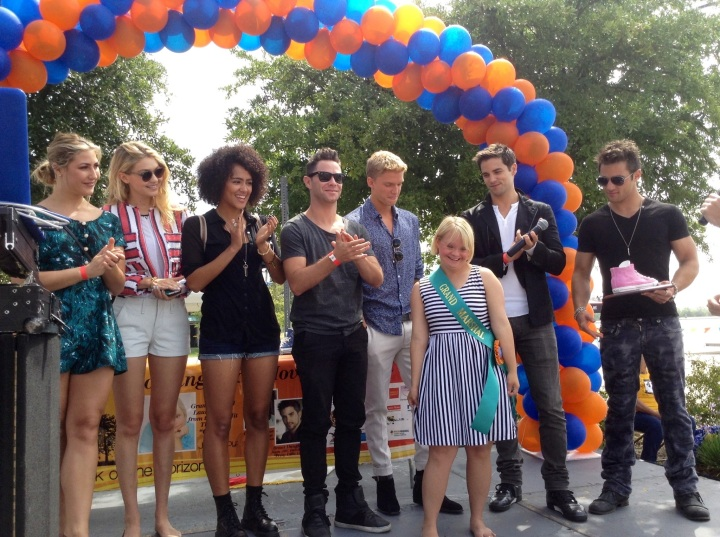 New Horizons 6th Annual 5K Run/Walk on the Horizon Grand Marshal, Lauren Potter (Glee) with celebrities (photo credit: Rochelle Robinson)