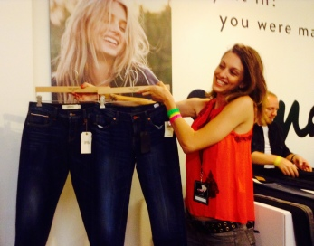 Carmen Carlton, Lucky Brand Women's Director, showing off the new #StandOut denim designs at BeautyCon LA 2014 (photo credit: Rochelle Robinson)