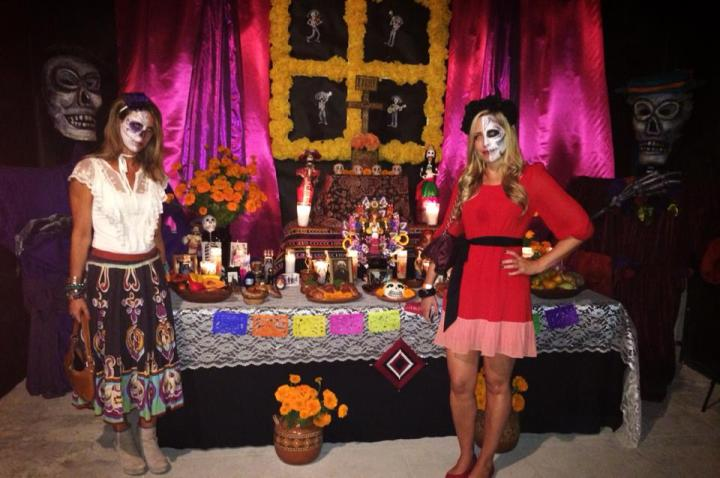 The entrance to Noche de Agave - Writer Melissa Curtin (left) with Star Naturals sunscreen owner Amber Nowland (right). (Photo credit: Melissa Curtin)