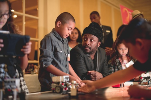 will.i.am experiencing LA's BEST robotics with a student from Elysian Heights Elementary
