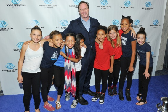 Host Jay Mohr with BGCA Club members. (Photo credit: Vince Bucci)